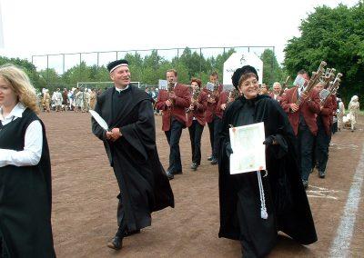 2004 (34)